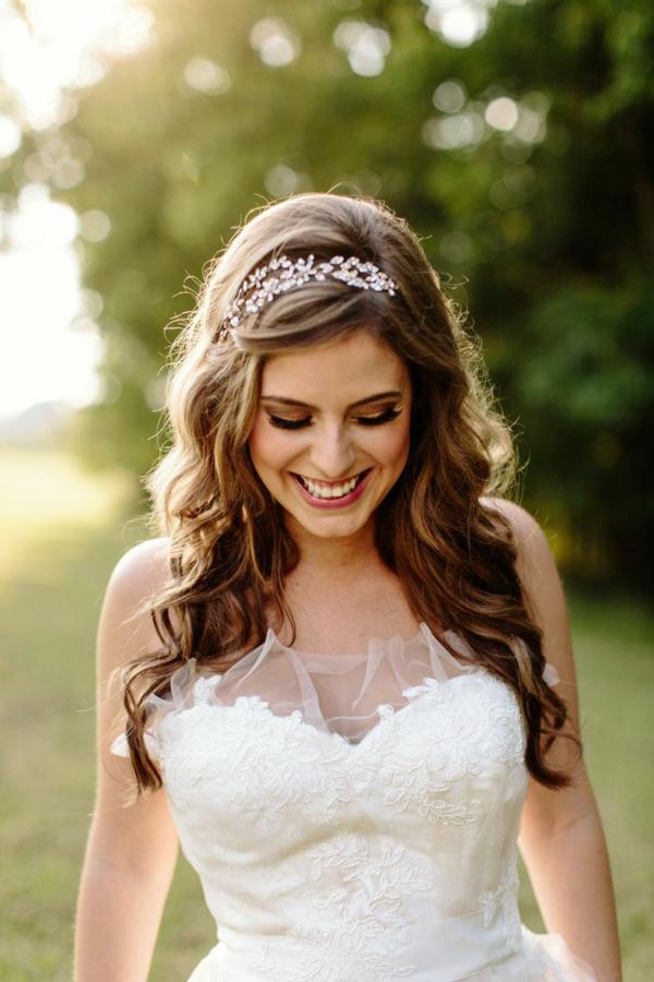 pricheska za svatbata s diadema i kadrici