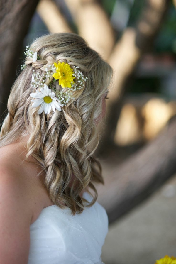 pricheskа za svatba s pusnata kosa s plitka i cvetq