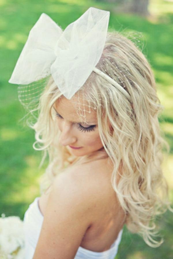 pricheska za svatbata s pandelka pusnata kosa