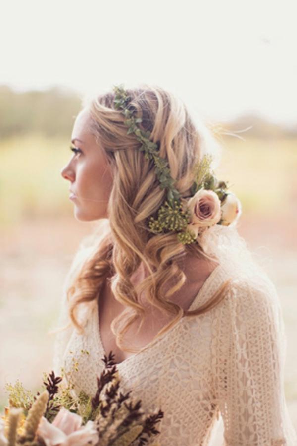 pricheska za svatba pusnata kosa s venec cvetq