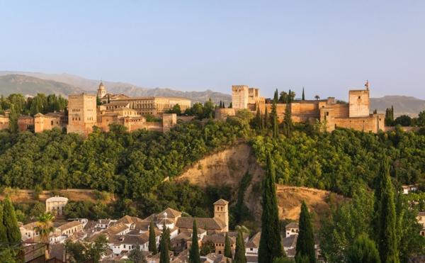 alhambra dvorec ispaniq arhitektura