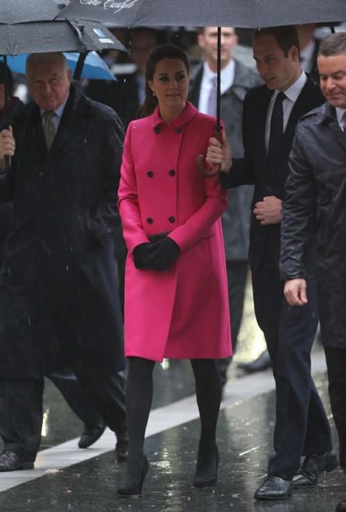 Keit Midalton rozovo palto