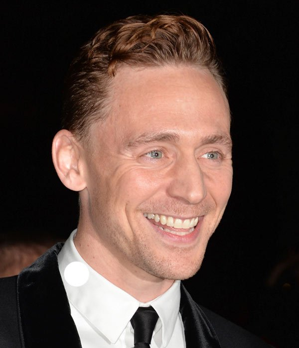 Tom Hiddleston gotini majki pricheski prolet 2015