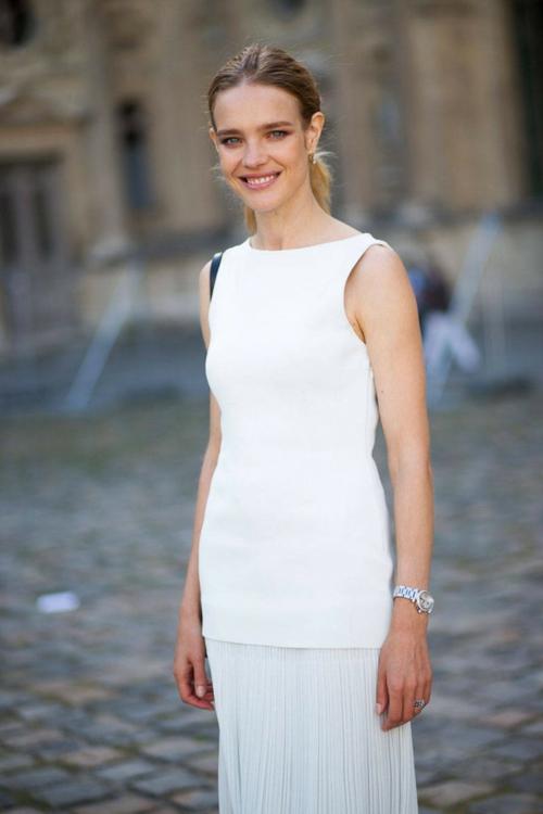 стрийт стайл бяла рокля