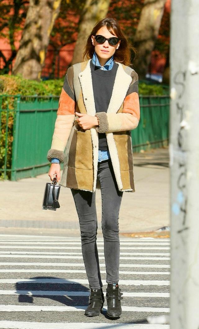 cheren pulover Alexa Chung