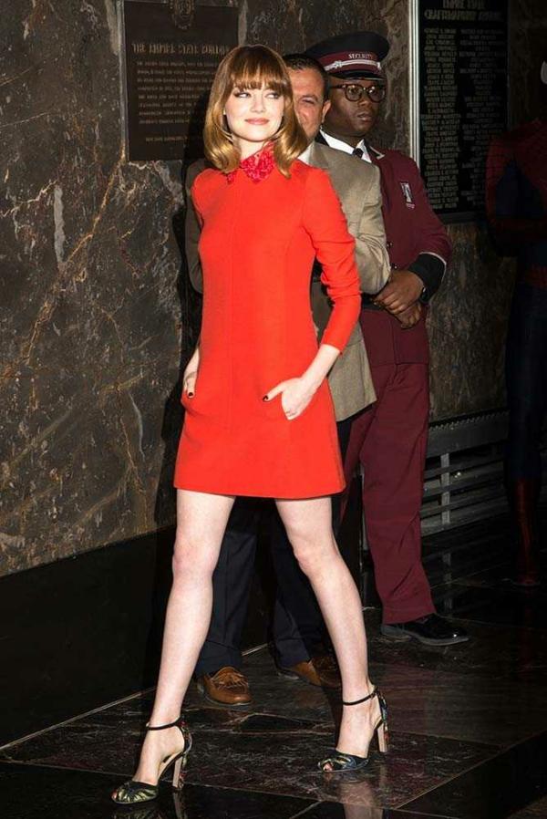 stilat na emma stone valentino chervena roklq