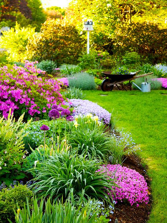 idei za cvetna gradina s mnogo cvetq
