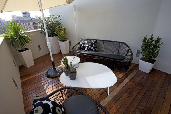 idei terasa parket metalni divani