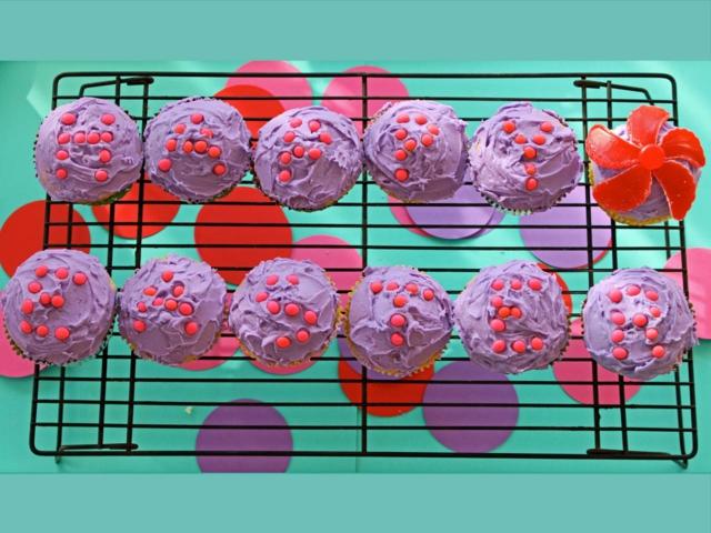 idei za velikden mufini lilavi bonboni