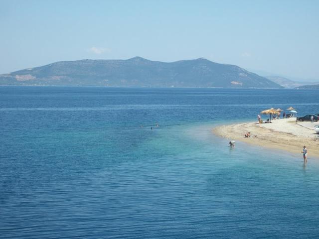 karistos gurciq plaj ostrov Eviq