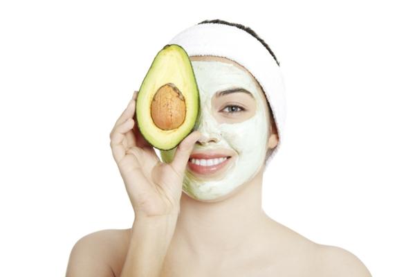 maska za lice s avokado za suhata koja prez zimata