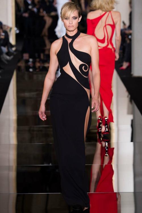 moden podium cherna dantela vissha moda Atelier Versace prolet 2015