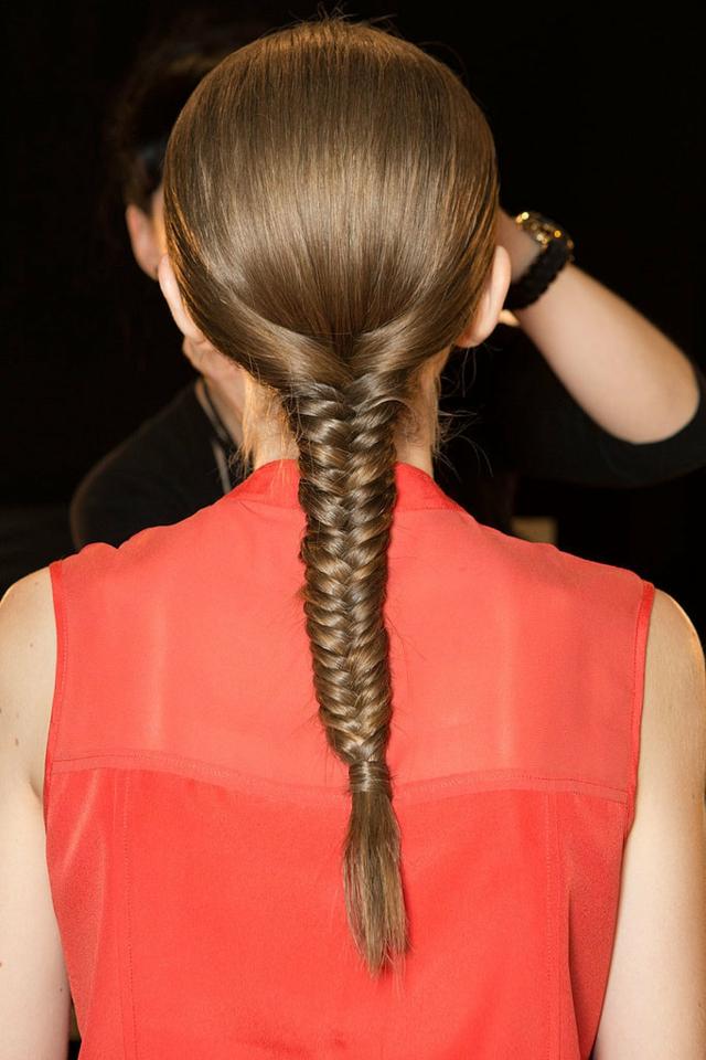 plitka proletna pricheska prava kosa