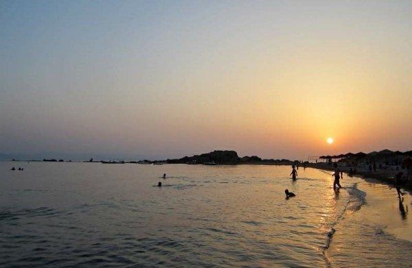pochivka garciq peloponis plaj arcoudi