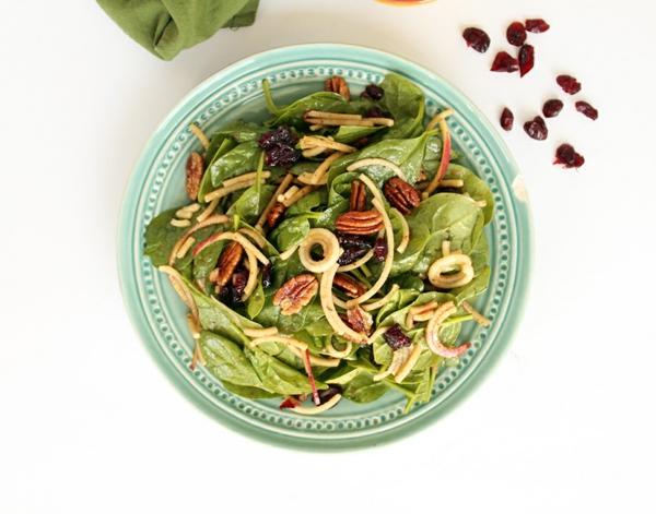 salata spanak qbalka s dresing