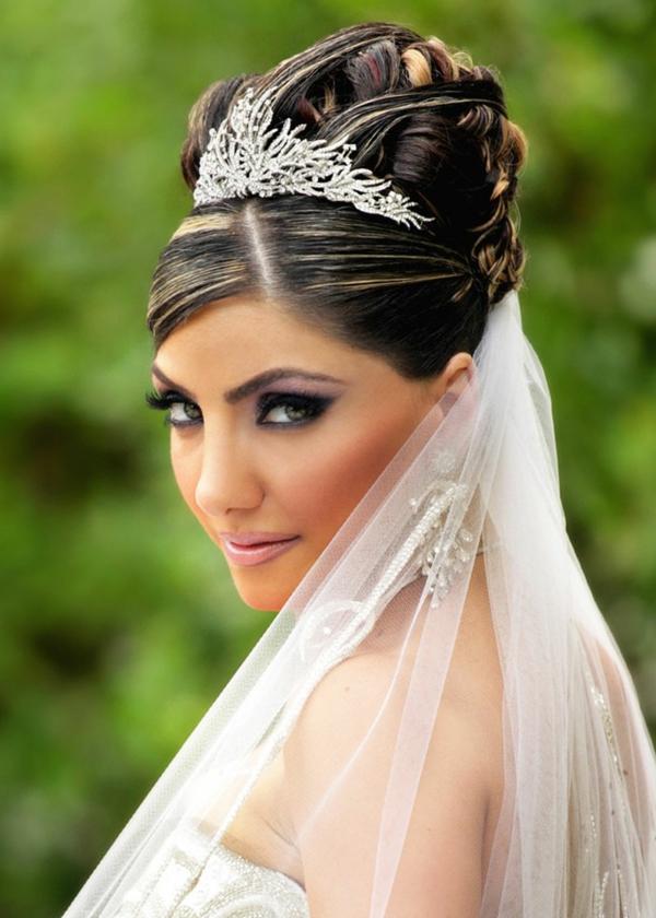 svatbena pricheska s korona