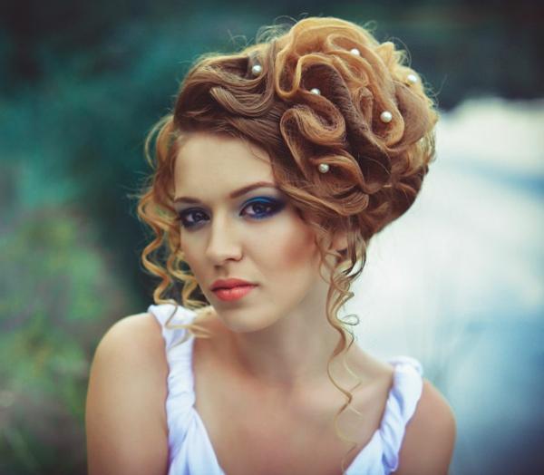 svatbena pricheska s vdignata kosa perli