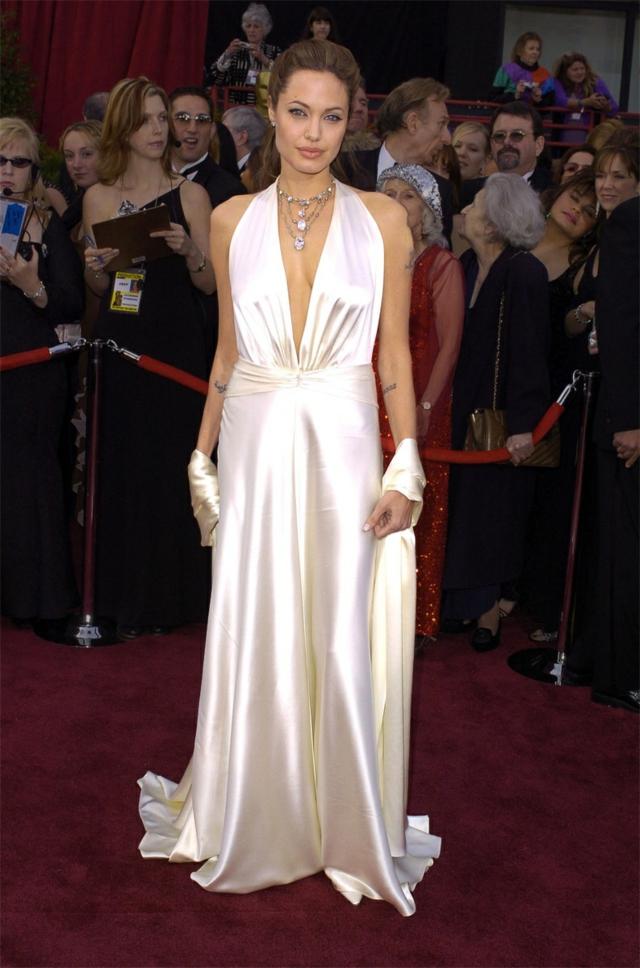 Angelina Jolie 2004 nai-hubavite rokli na oskarite nqkoga
