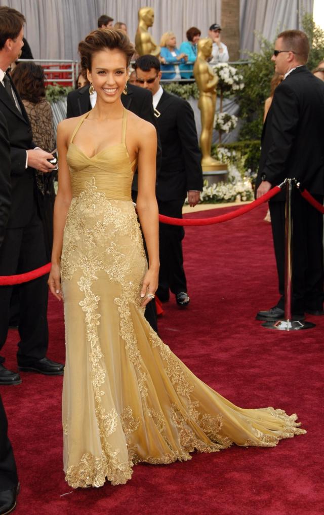 Jessica Alba Versace roklq zlatista oskari