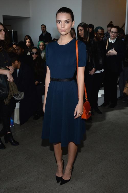 Model Emily Ratajkowski prisastva Jason Wu modno reviu