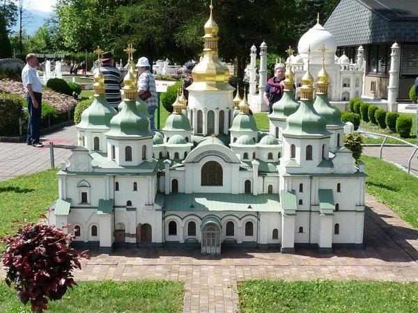 arhitekturni modeli park minimundus katedrala sveta sofiq