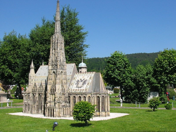 arhitekturni modeli park minimundus katedrala sveti stefan