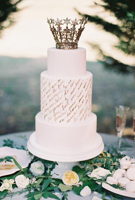bqla svatbena torta korona
