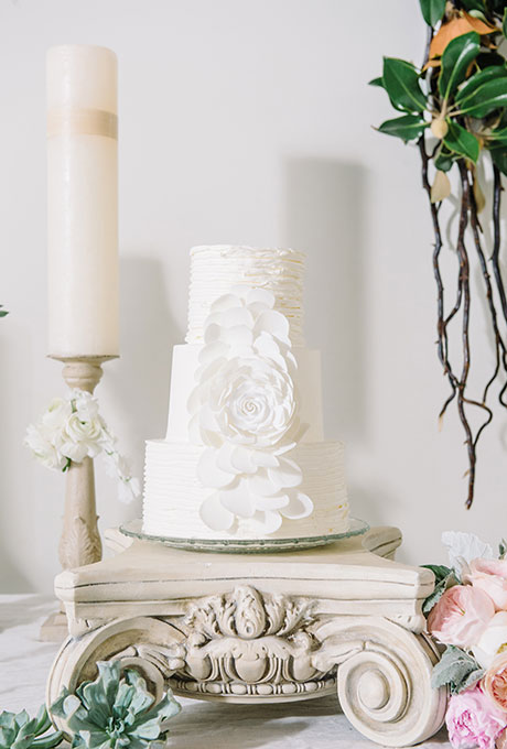 beli svatbeni torti