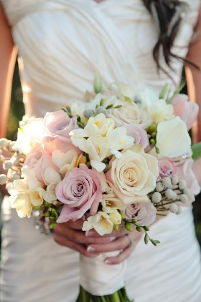 bulchenski buket s rozi i beli minzuhari