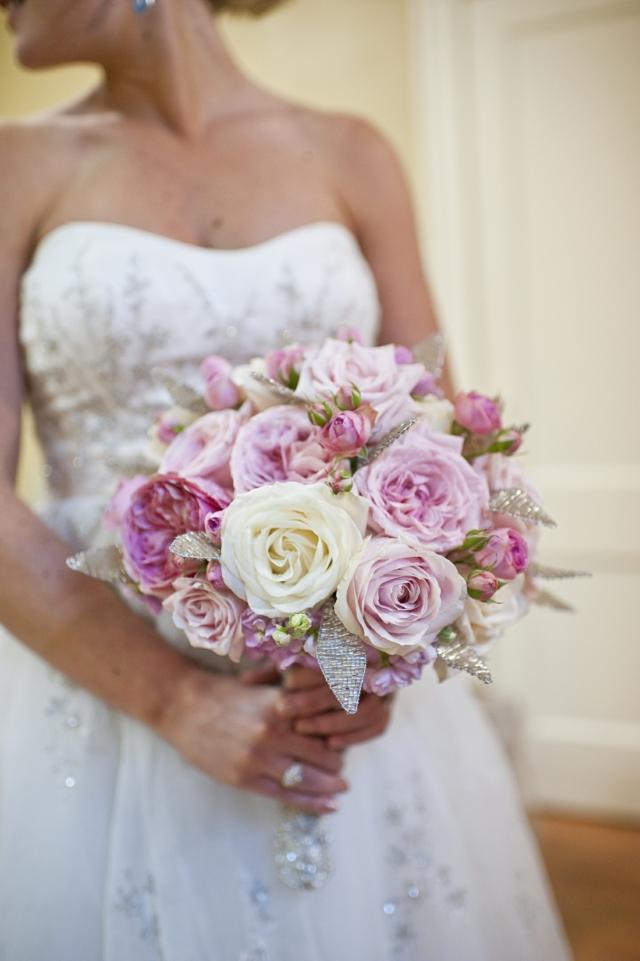 bulchinski buketi s rozi cvetq