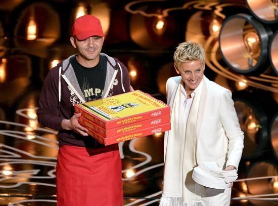 emblematichni momenti ot oskarite Ellen DeGeneres pizza party