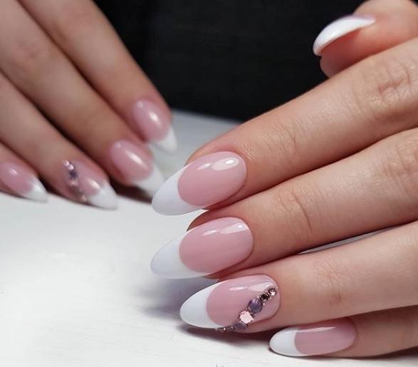 klasicheski frenski manikur za ostri nokti
