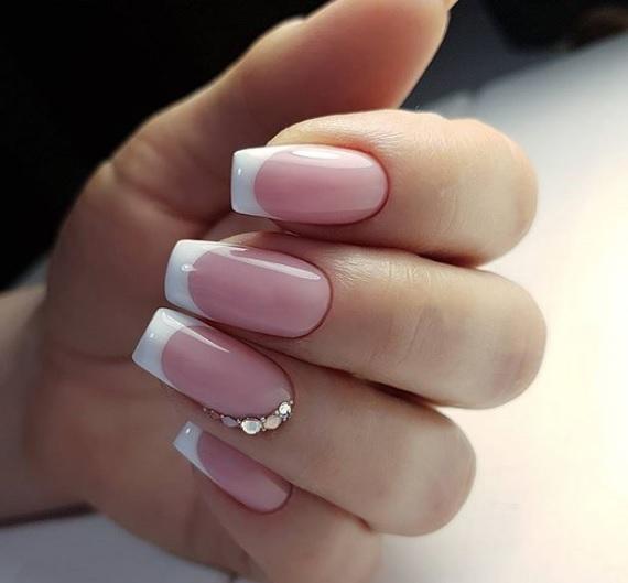 frenski manikur za kvadratni nokti