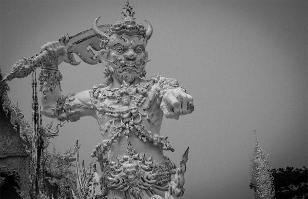 beliqt hram tailand skulpturi pred mosta
