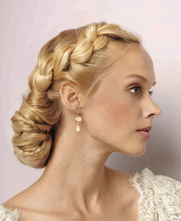 idei  svatbeni pricheski za dalga kosa