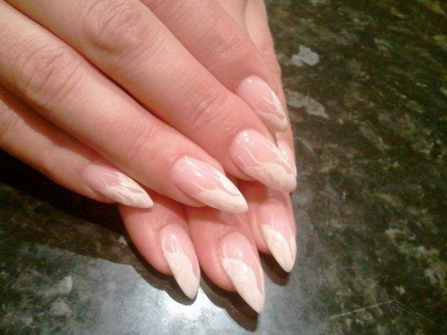 svatben manikur ostri nokti