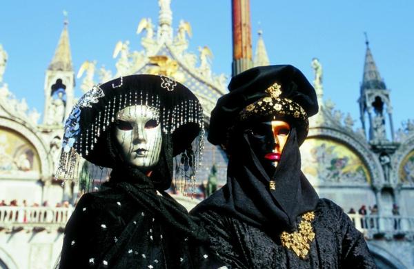 karnavalat vav veneciq cherni kostiumi maski
