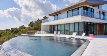 Двуетажна къща на брега на океана в Ню Йорк