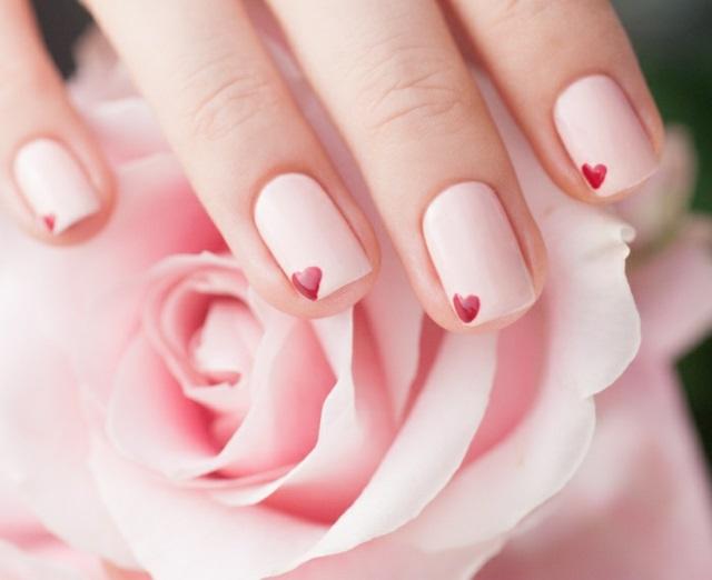 manikiur rozov sarca kasi nokti