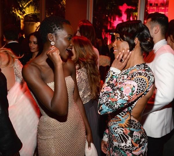 nai-zabavnite momeni ot oskar partito na vanity fair Lupita Nyongo Regina King