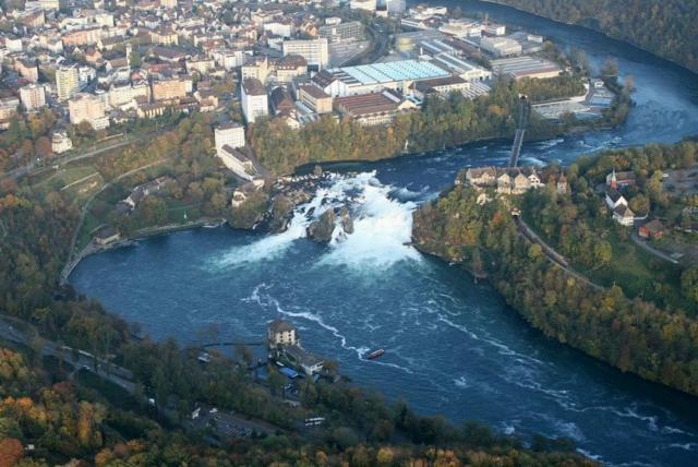 shveicariq vodopadi neshta koito da  posetite reka rein