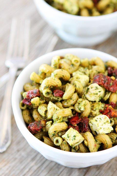 pasta-s-pileshko-susheni-domati-recepta