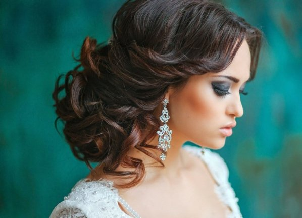 pricheski svatbeni pribrana kosa s kadrici