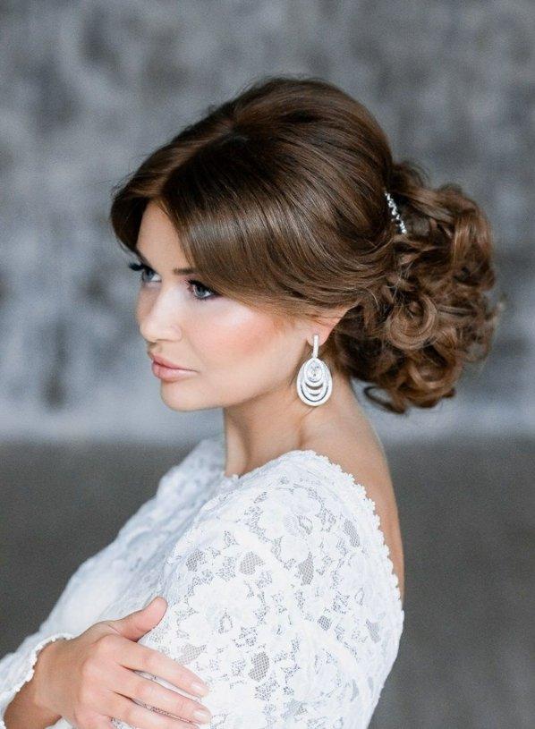 pricheski svatbeni vdignata kosa