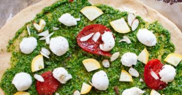 Рецепта за пица с рукола, бадеми и сос песто