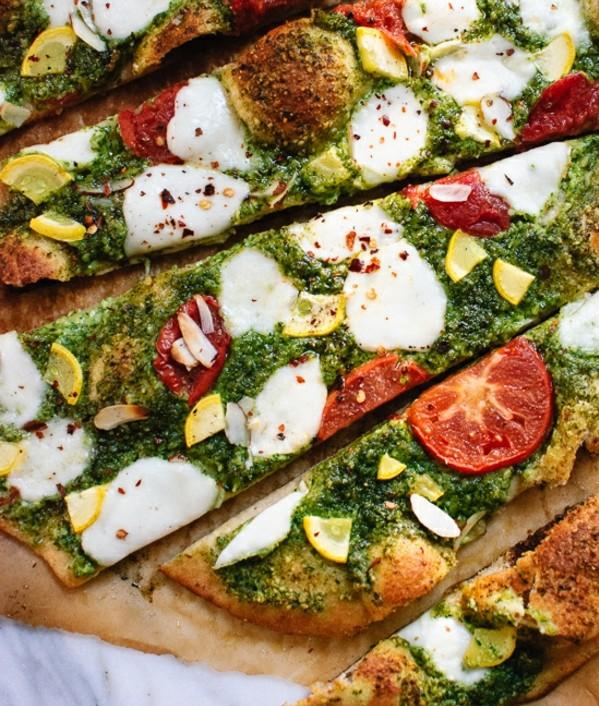 recepta za pica s rukola bademi pesto