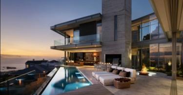 Съвременна къща с изглед към Атлантическия океан