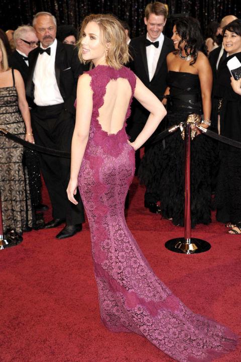 skarlet johanson strahotni vizii roklq Dolce&Gabbana cvqt bordo