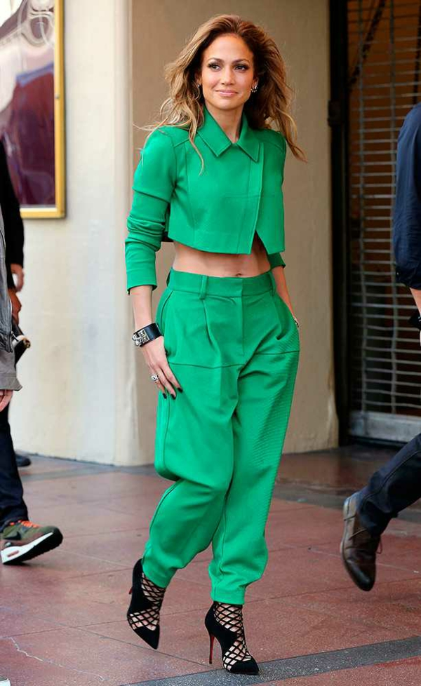 stil jennifer lopez zelen pantalon