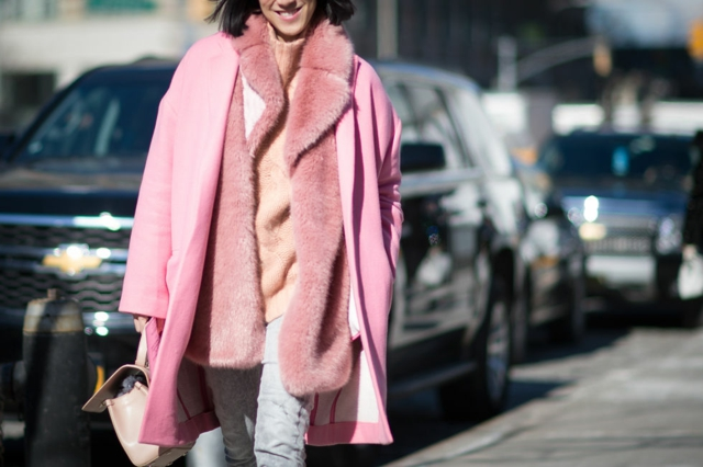 street style ot nu iork sedmicata na modata rozovo palto